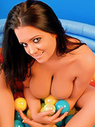 Southern Brooke : Brooke loves to get naked and play with lots of balls