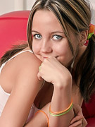 Andi Pink : Cute teen model in action