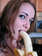 Taylor Mathews : Taylor Matthews sucking a huge banana and poses half naked