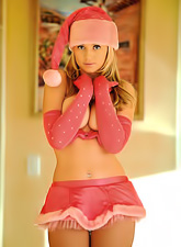 Alison Angel believes that Santa exists and that day she got ready to meeting him.