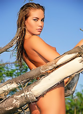 Hot blonde bunny Veronika Fasterova strips on the beach and exposes her hot body.